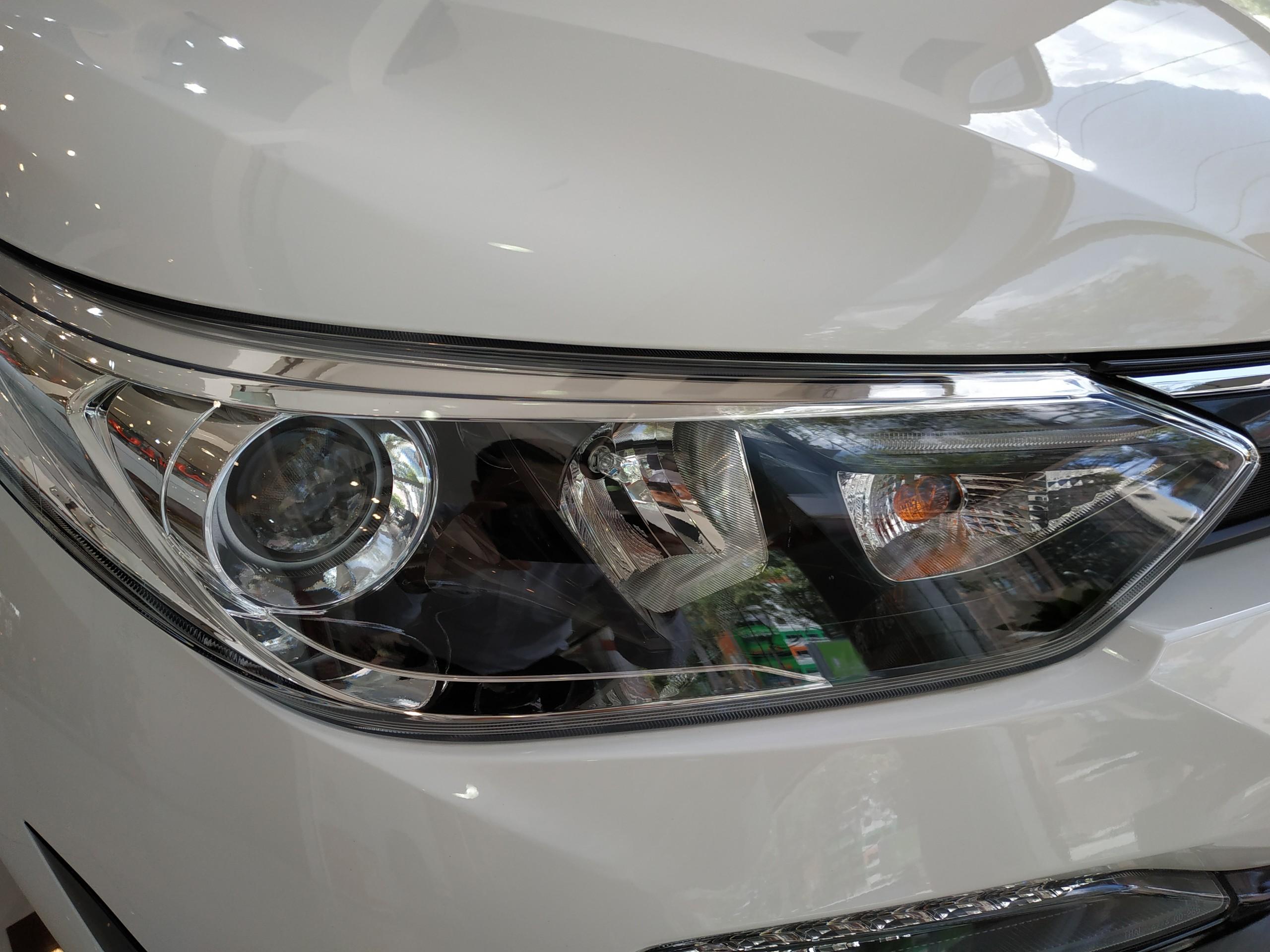 Toyota Vios hoàn toàn mới vừa ra mắt tại Việt Nam được trang bị bộ bodykit TRD, xe được trưng bày tại triển lãm ôtô Indonesia.