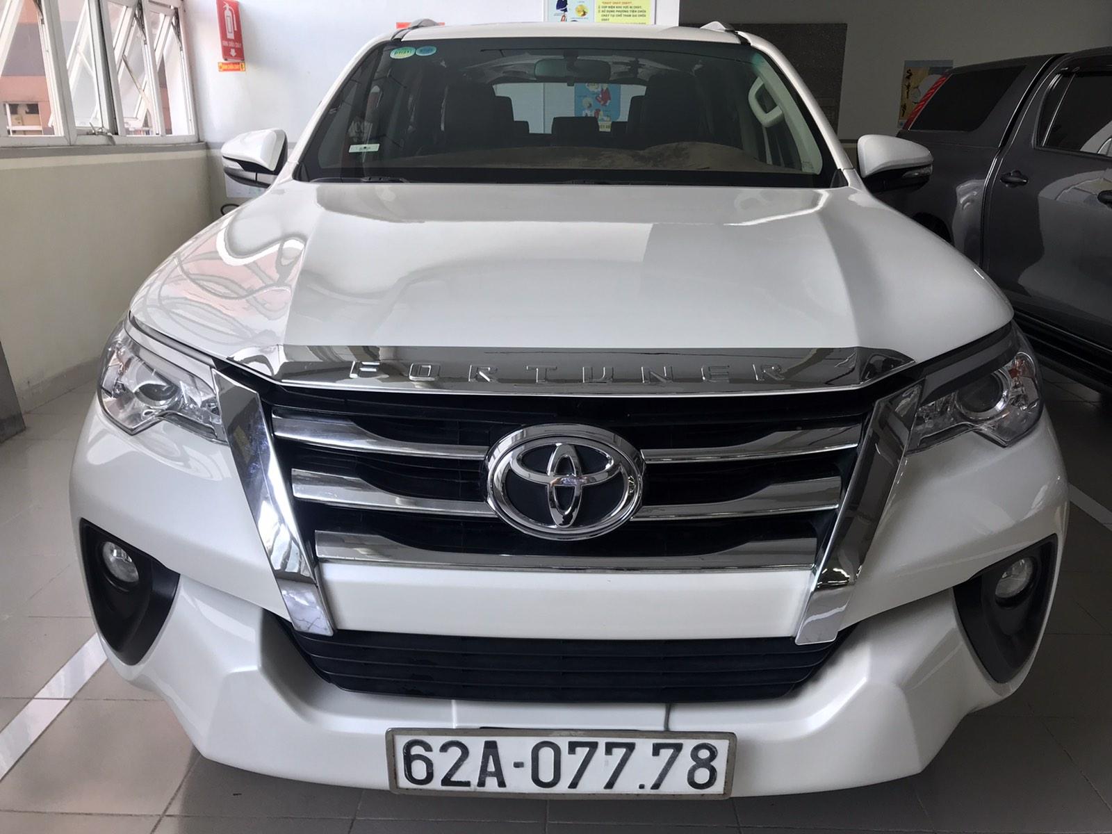 Fortuner máy dầu màu trắng số sàn 2017, odo 40.000km xe đẹp đồ chơi kịch Trần, Bh vật chất xe..